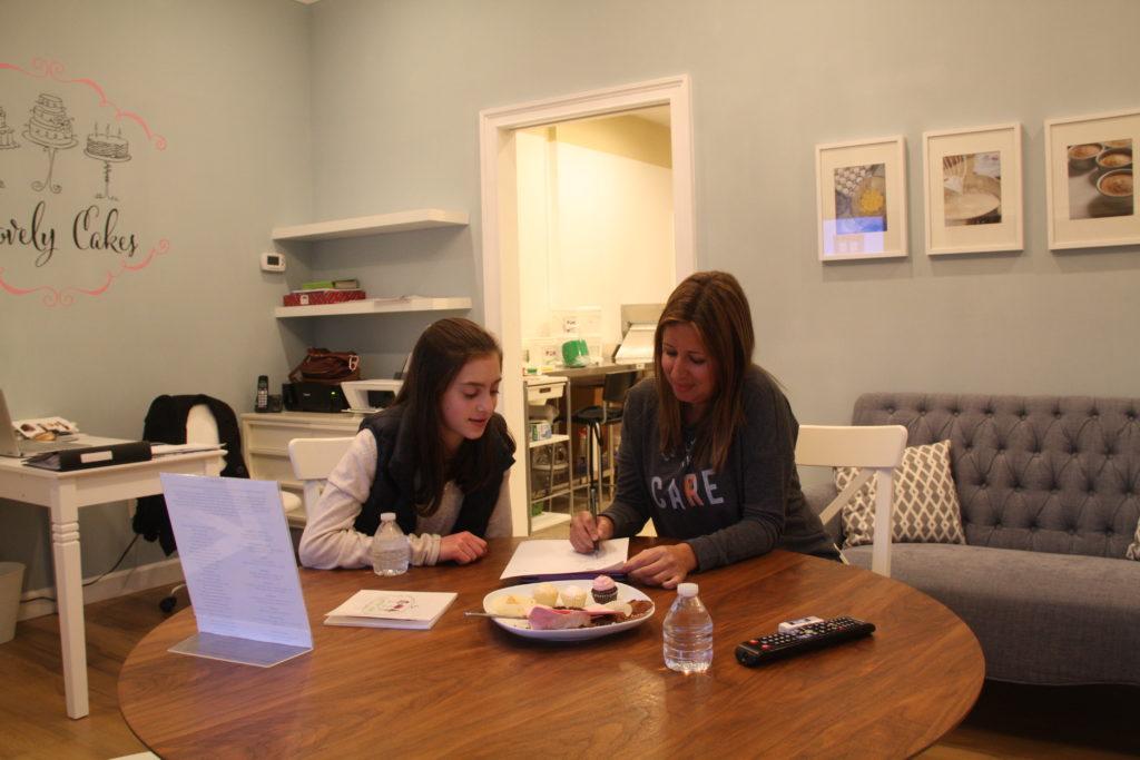Bianca Laila and Renata choosing the cake